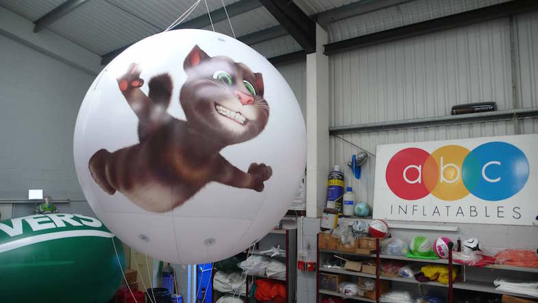 giant inflatable cat balloon