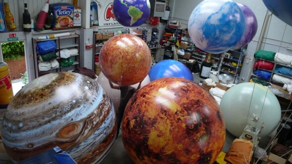 Giant suspended inflatable planets